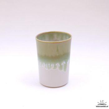 Porseleinen bekertje groen wit zonder oor