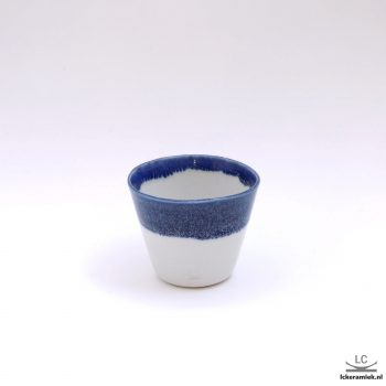 porseleinen espressokopjes blauw wit