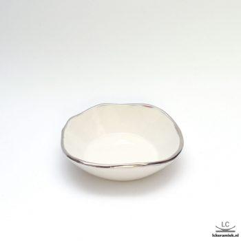 schoteltje met zilveren rand