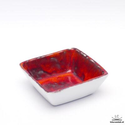 porseleinen schaaltje vierkant rood