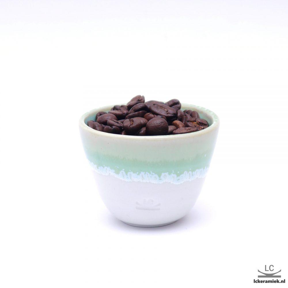 Porseleinen espressokopje groen wit