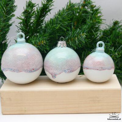 Porseleinen kerstballen rond wit-paars
